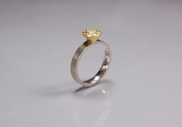 Brillantring gold, silberner Ring mit 750 Gold Aufsatz, in Form eines Brillant