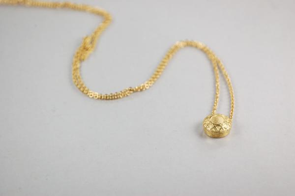 kleiner, goldener, anmutiger Brautschmuck