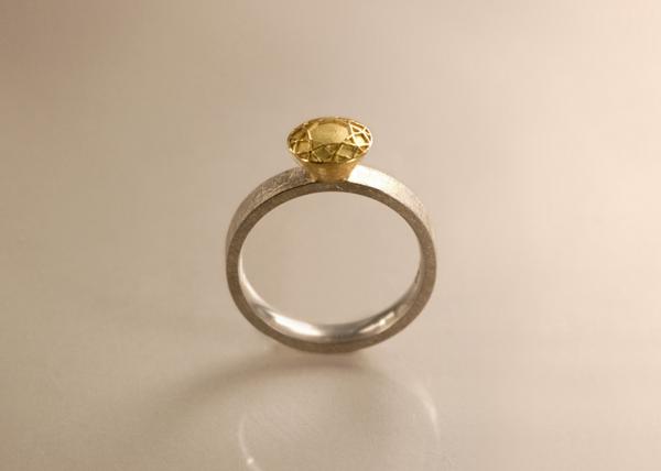 Brlllantring mit Brillantem aus Gold