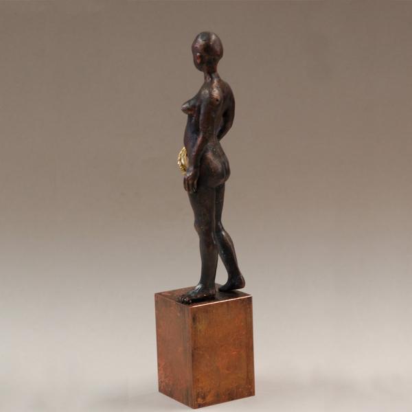 Skulptur einer nackten Königin