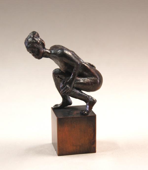 Skulptur aus Bronze , Frauenakt, Figur die im Aufstehen begriffen ist