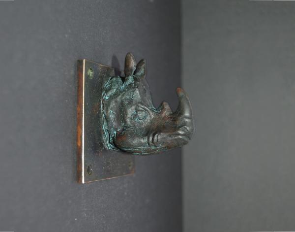 Rhinoceros Kopf aus Bronze mit braun-grüner Patina