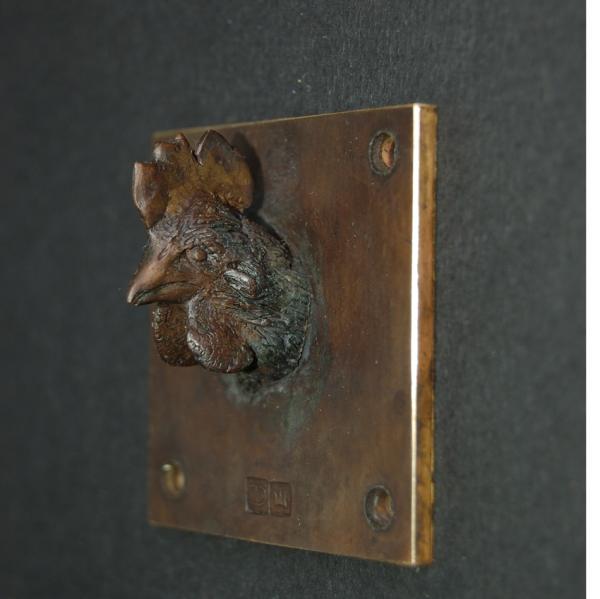 Die 5 x 5 cm große Skulptur aus Bronze, hat David Dott zunächst in Wachs modelliert und anschließend in Bronze gegossen.