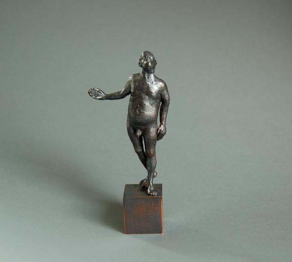 maennlicher Akt pfeiffend. Kleinskulptur aus Bronze 12 cm